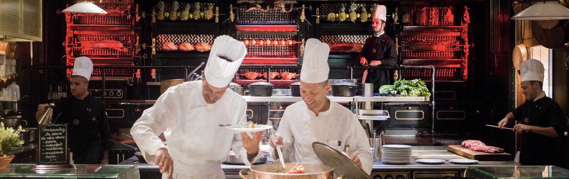Au coeur des cuisines du restaurant les grands buffets