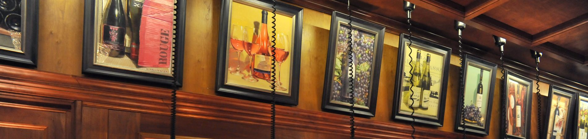 Les pastels de l'artiste Alain Bellanger sur les murs du restaurant grands buffets