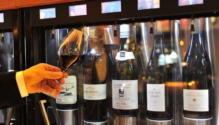 Les Grands Buffets Sont Equipes DEnomatic Pour Le Service De Vin Au Verre